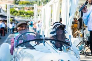 Corrado Lopresto et son épouse au volant de l'Alfa Romeo 6C 1750GS Aprile défile devant le public de Saint-Jean-Cap-Légendes édition 2015