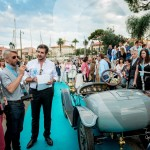 Lauréat en Concours d'élégance annoncé par le speaker Matthieu Lamoure avec la Bugatti Type 13 qui remporte la catégorie 1900 - 1919