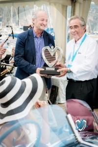 Remise du Grand Prix d'Excellence en Concours d'élégance par Jean-François Dieterich et Valy Giron à Corrado Lopresto et l'Alfa Romeo 6C 1750 GS Aprile