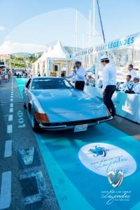 Le duo Matthieu Lamoure et Pierre Novikoff de la maison Artcurial présentant la Ferrari 365 GTB/4 Daytona de 1973 à Saint-Jean-Cap-Légendes édition 2015