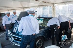 Le Jury du concours d'état analysant la Mercedes 280 SL Pagode à Saint-Jean-Cap-Légendes édition 2015 – Concours d'état