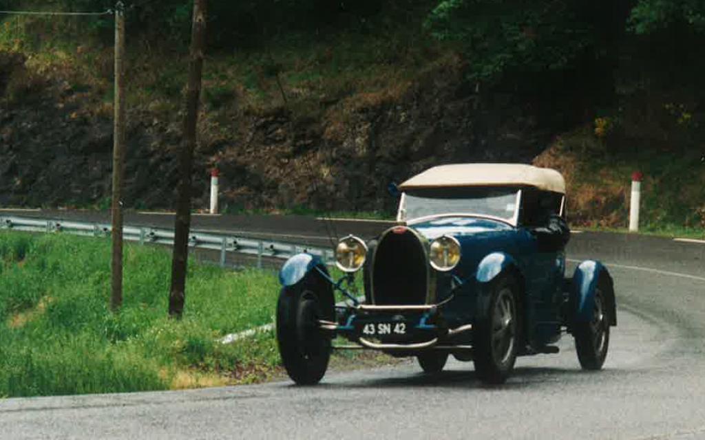 Bugatti type 43 grand sport au concours d'élégance